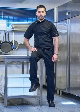 Khalid est cuisinier chez Creperie AR Preti.